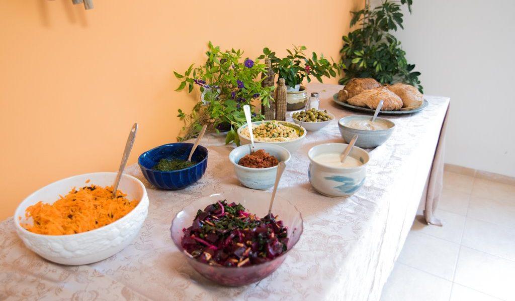ארוחת ערב, סלטים, מאפים, ממרחים, תבשילים ועוד... טעים בריא וטרי